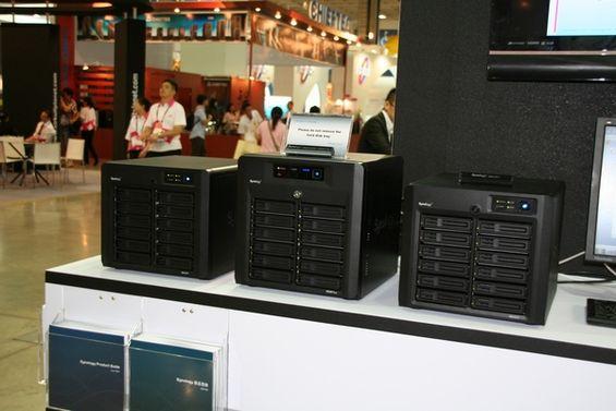 Synology DS3611xs và 2 sản phẩm DX1211 mở rộng