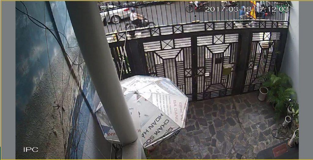 Camera ghi hình được lắp đặt phía trước cổng vào