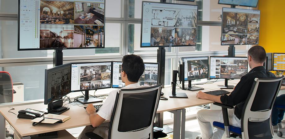 banner_giai_phap_ghi_hinh_camera_ip_mns_nas-Synology_quan_ly_tap_trung_mo_rong_khong_gioi_han