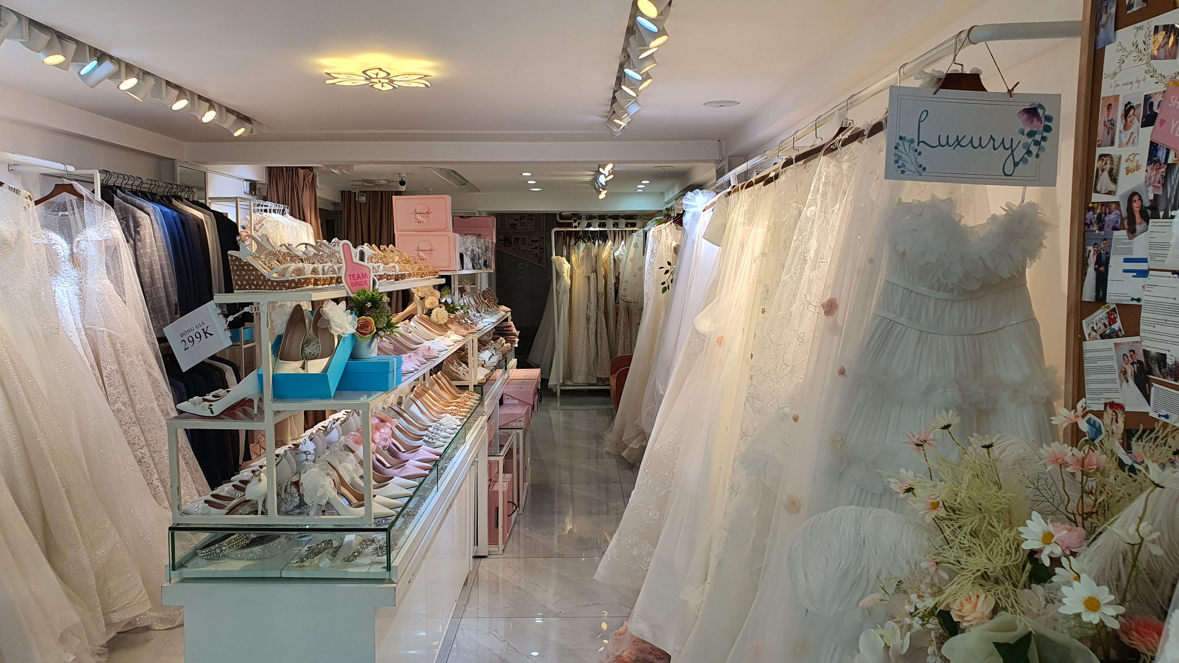 Các bộ váy cưới lộng lấy của IDY